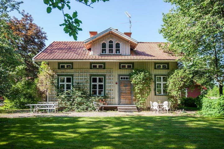 Quiet B&B in the woods near town - Mariestad S - Wikt i opierunek