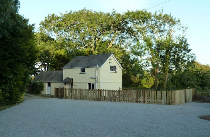 Detached cottage & great location
