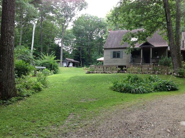 Sweet Retreat in the woods close to Sebago Lake