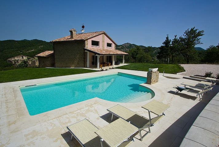 Lovely villa with private pool - Apecchio