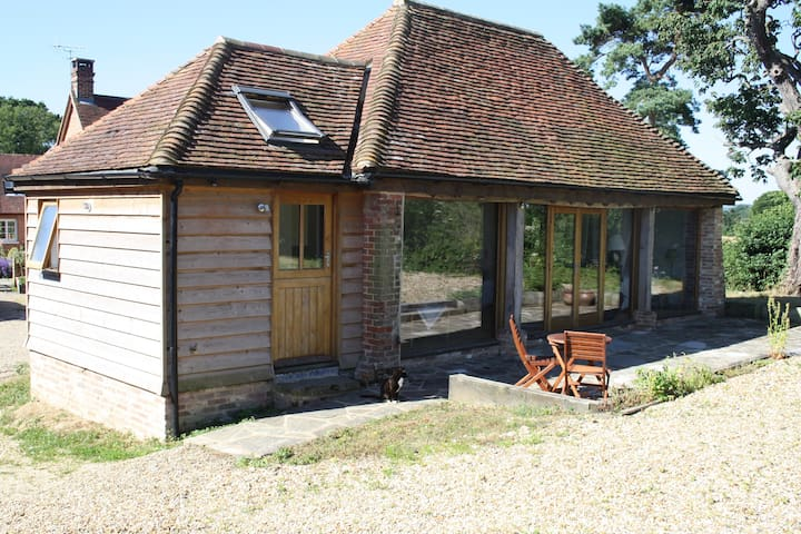 Peaceful rural studio with piano, The Tractor Shed - Pulborough - Daire