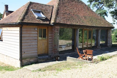 Stylish studio barn conversion, The Tractor Shed - Pulborough