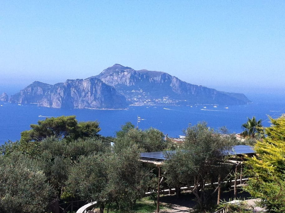 Panorama con vista dell'isola di Capri