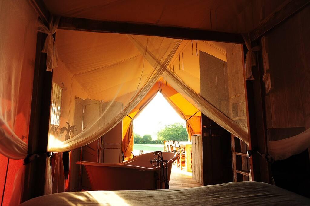 tentes safari de luxe en bourgogne tentes louer. Black Bedroom Furniture Sets. Home Design Ideas