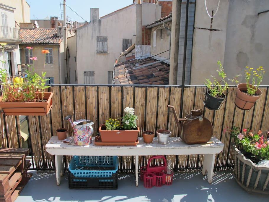 Marseille terrasse centre ville appartements louer for Appartement design friche gare st charles vieux port