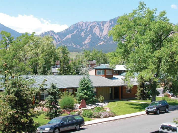 Beautiful Furnished Central Boulder Apartment!