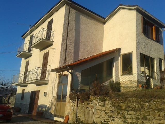 Independent house in the Langhe. Country house - Saliceto - Villa