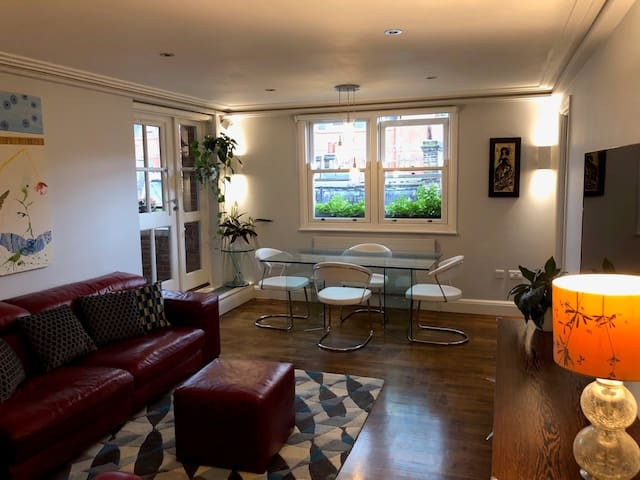 Cosy 2 bedroom apartment - Bank/Monument station