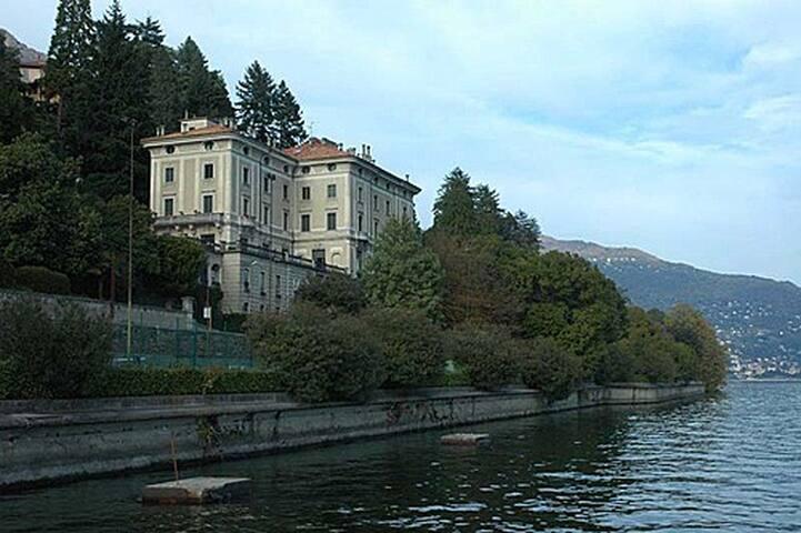 Appartamento in Villa a bordo lago