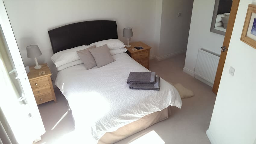 Ensuite bedroom in Wendover, UK  - Wendover - Inap sarapan