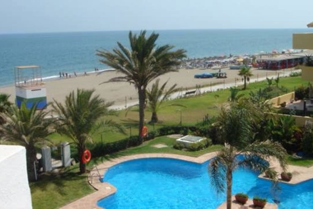 Great swimming pool  and gardens onto sandy beach