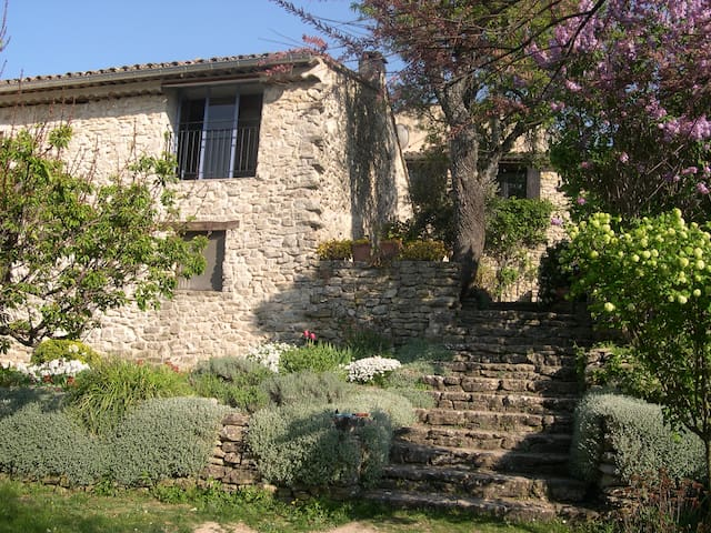 House in the Luberon quiet - Auribeau - Dom