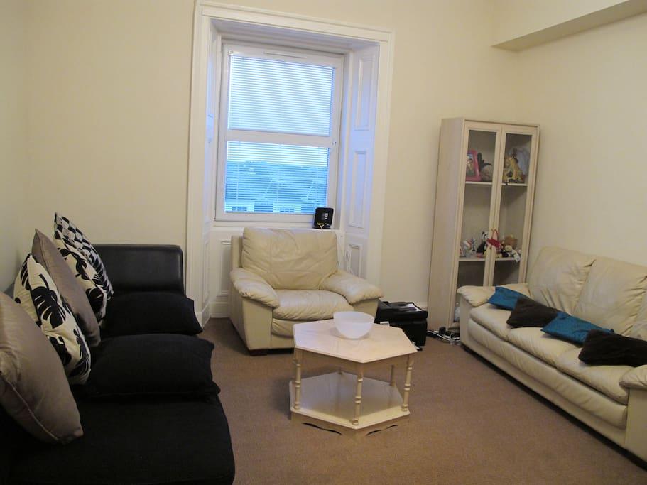 Very spacious Lounge area (4x5 m²)