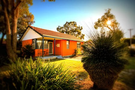 Garrys Cottage home away from home - Coolbellup