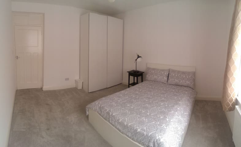 Spacious double room in Zone 1