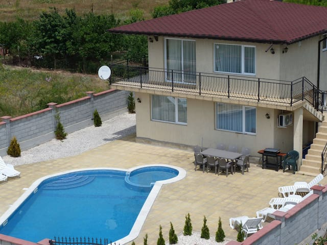 "Villa ""Golden Crown"" 1 km from Golf - Balchik - Villa"