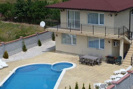 "Villa ""Golden Crown"" 1 km from Golf - Balchik - วิลล่า"