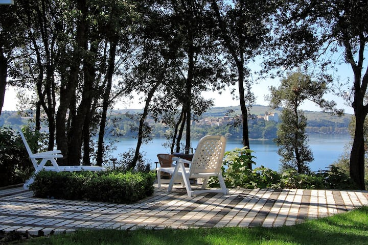Villa sul Lago (with private beach)