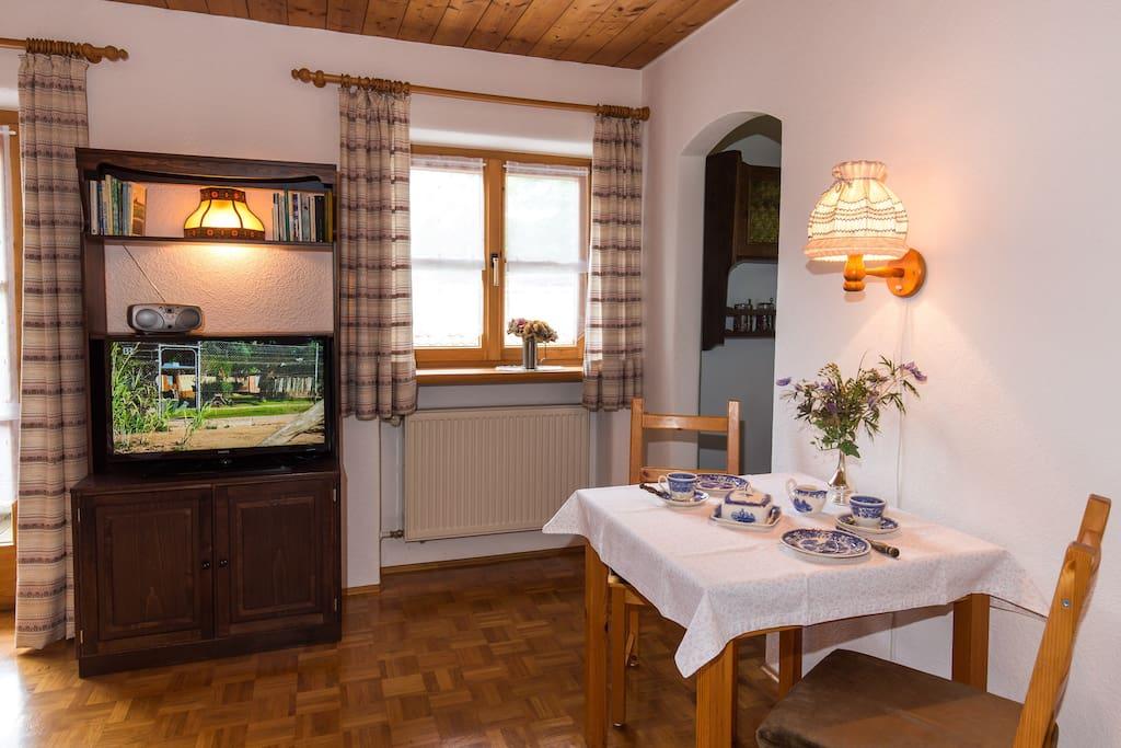 Wohnzimmerschrank mit Flachbild-TV