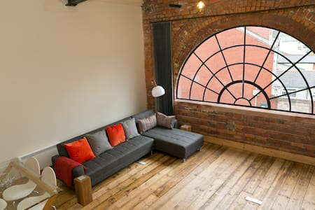 Super central Cardiff loft - 1 bed sleeps 4 - Cardiff