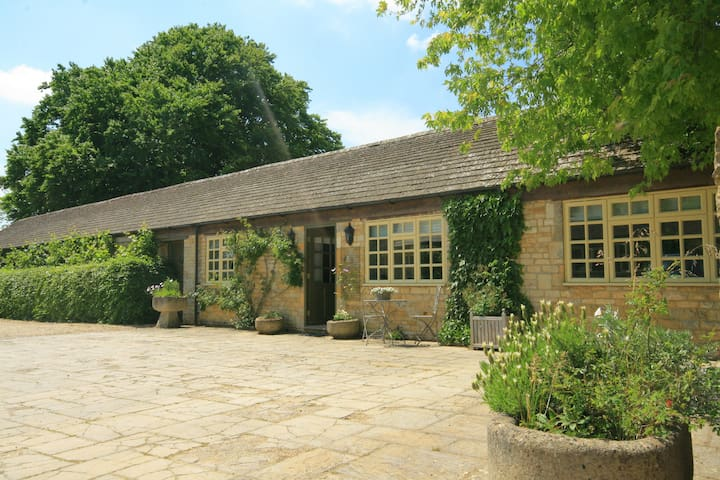 Foxhill Farm Barn, Bourton