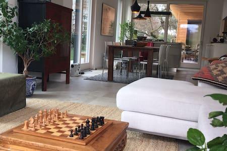 Modern and stylish villa close to city - Gräfelfing