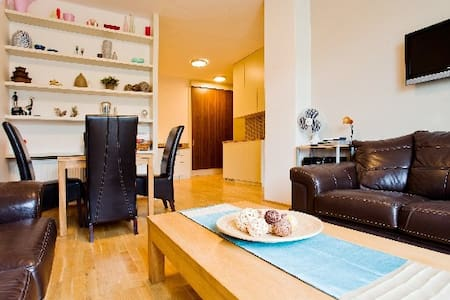 Sunny Prague Terrace Apartment,  - Praga - Apartamento