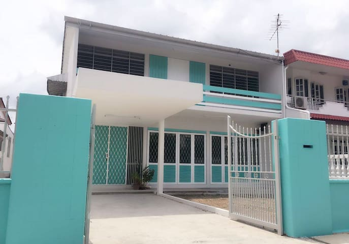 5S Penang Homestay@4 bedrooms 15 bedding - ゲルゴー - 一軒家