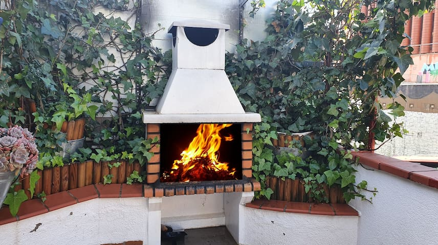 Penthouse, Terrace & BBQ, Park Guell, Bus and Metr
