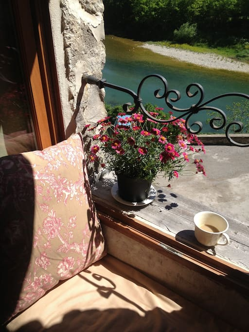 Bonjour! Un café?