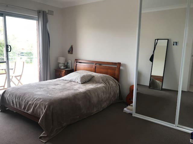 Large double bedroom close to the beach