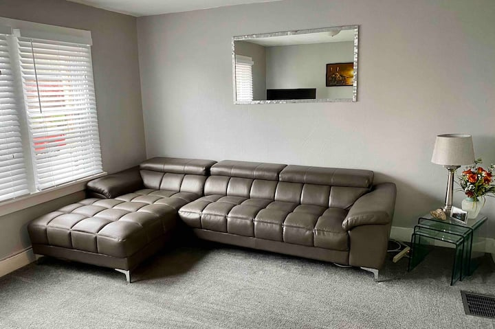 Comfortable & Cozy Steel Town Apartment!