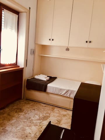 Beautiful long-term room in Trastevere