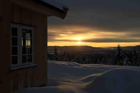 Ny hytte med flott utsikt i Birkebeineriket