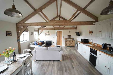 Cotswold Barn Loft with Panoramic views