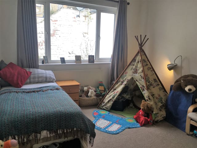 Sunny Single Room in shared house- Clifton Village - Bristol - Casa