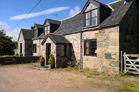 Craigmor,  a traditional Highland cottage