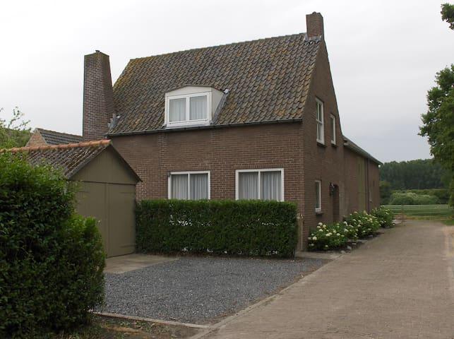 Sfeervol rustig gelegen vakantiehuis - Aardenburg - Huis