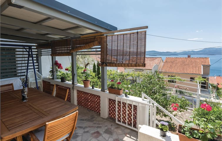 Holiday cottage with 3 bedrooms on 94 m² in Komarna