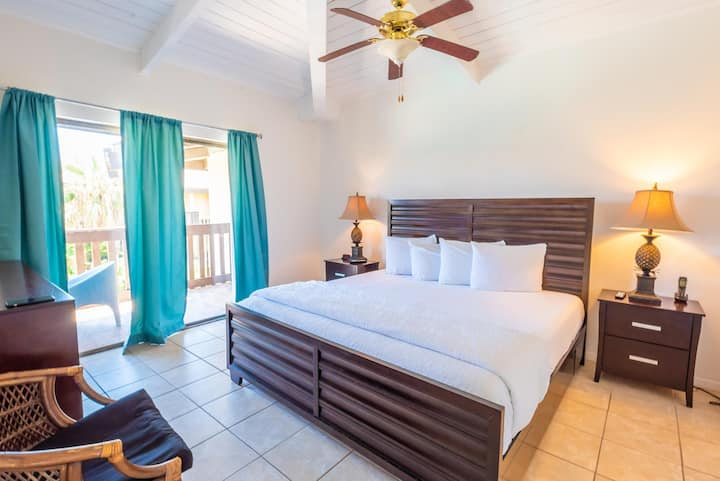 Cozy condo in Tiki complex with private beach access #209