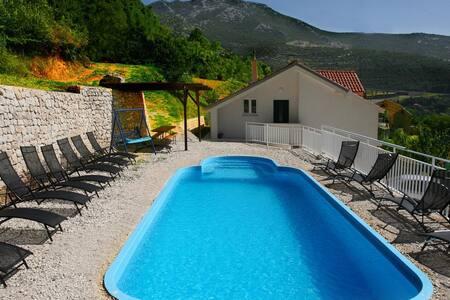 Sea-view villa with pool near Split - Villa