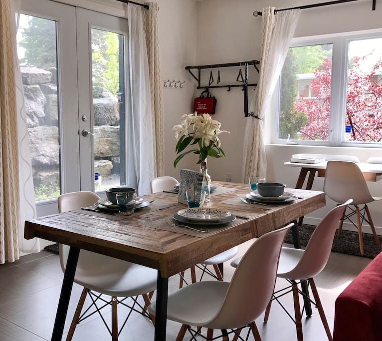Dining room (Dining table for four)