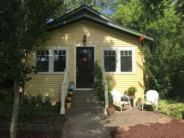 Adorable Old Town bungalow