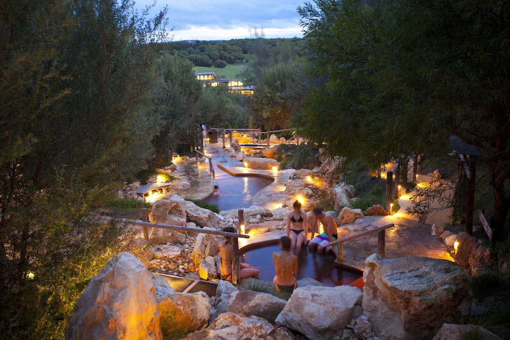10-15min Drive to The Relaxing hot Springs mineral Baths (A must do)
