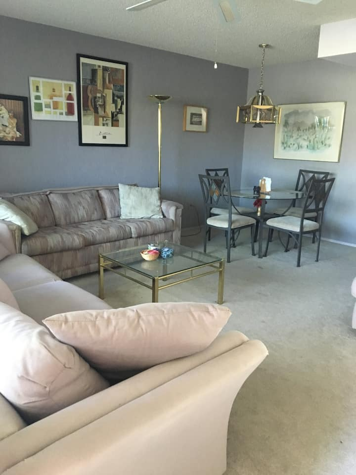 Comfortable condo/beautiful Cathedral City complex