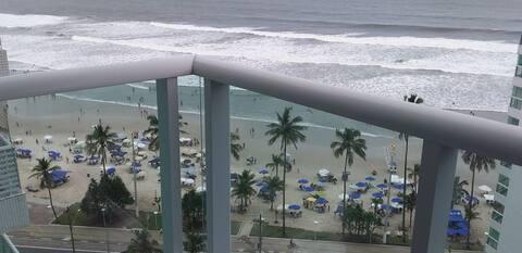 Apto no Guarujá/Enseada com vista para o mar.