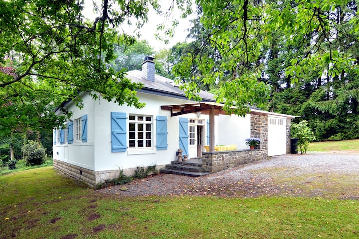 Cozy Holiday Home in Monceau-en-Ardenne with Fenced Garden