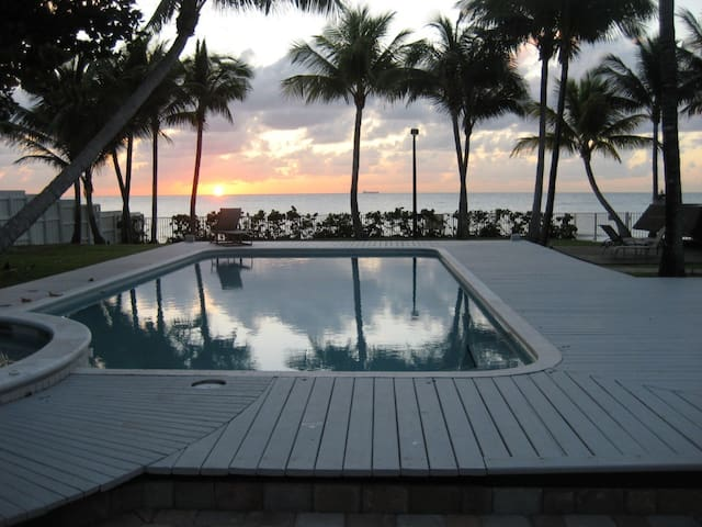 Oceanfront Mansion -- 100 feet on the Sand - Fort Lauderdale - Apartment