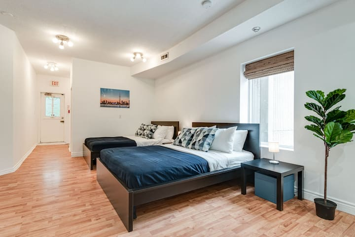 Toronto Travellers Loft in Entertainment District