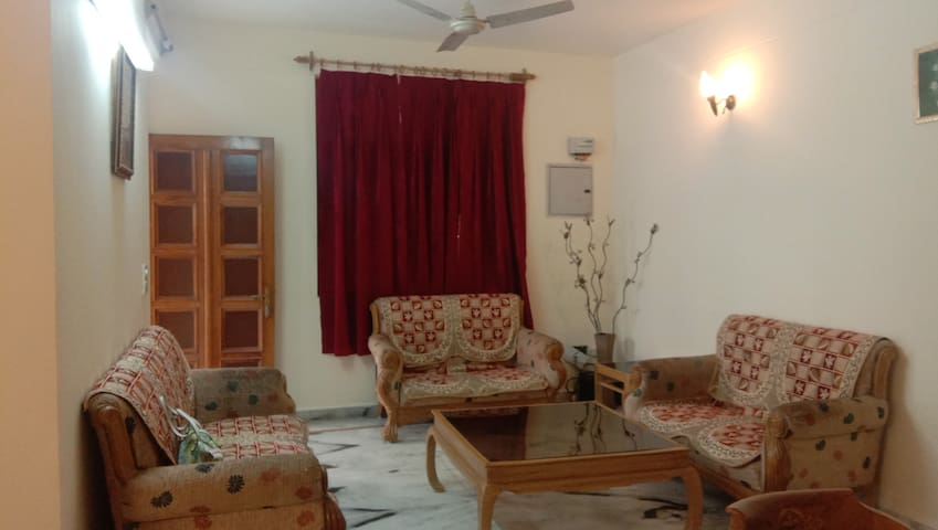 Noise Free spacious2 Bed Room flat near  Ram jhula